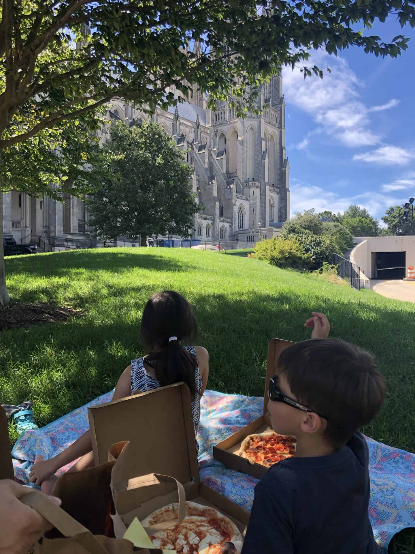 Kid Approved Restaurant 2 Amys Pizzeria Picnic on the DC Cathedral grounds.